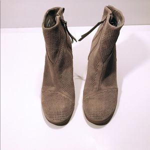 TOMS Women's Lunata Taupe Suede Booties 10